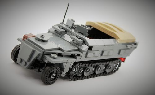 Custom WWII Sd.Kfz.251 (late version) out of LEGO® bricks
